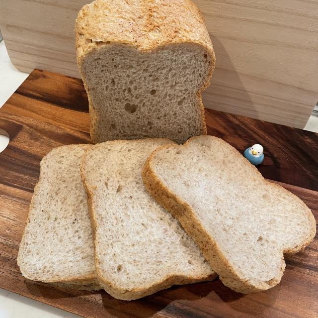 HBで作る香りがとても香ばしいライ麦食パン