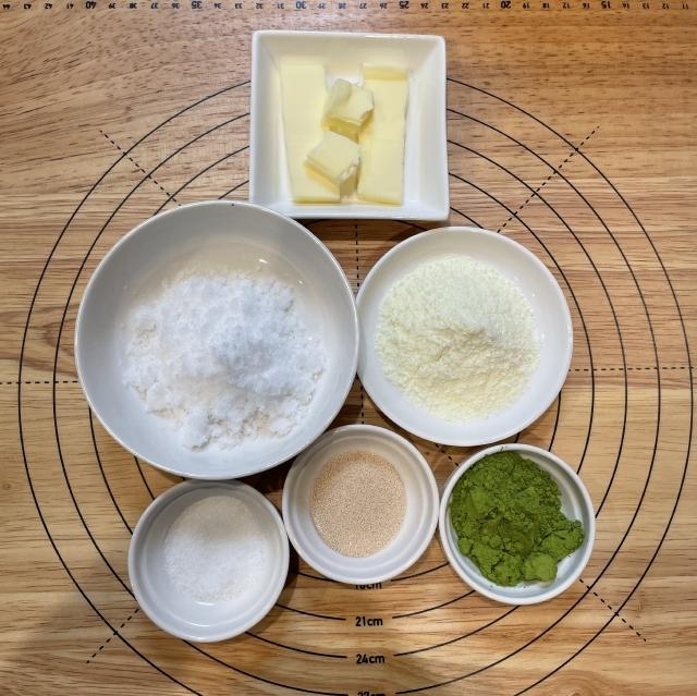 雪化粧が綺麗なクリームチーズ入り抹茶パン1