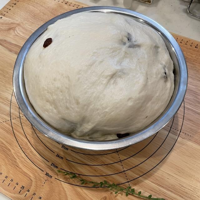 たっぷりレーズンのふわふわ山型食パン4