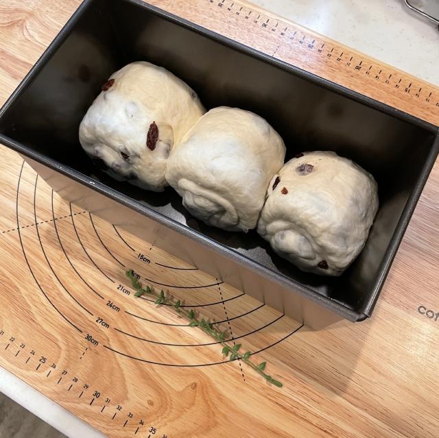 たっぷりレーズンのふわふわ山型食パン7