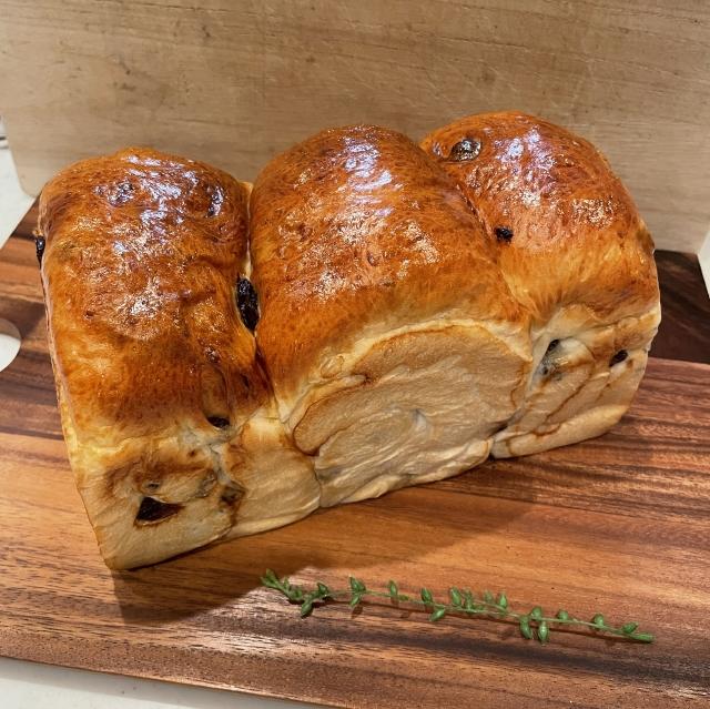たっぷりレーズンのふわふわ山型食パン10