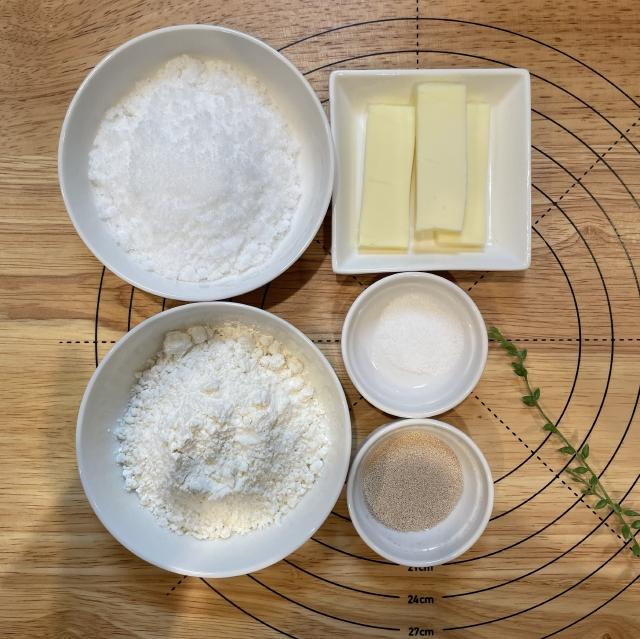 ミルクととろけるクッキー生地で作る子供に人気のぼうしパン1
