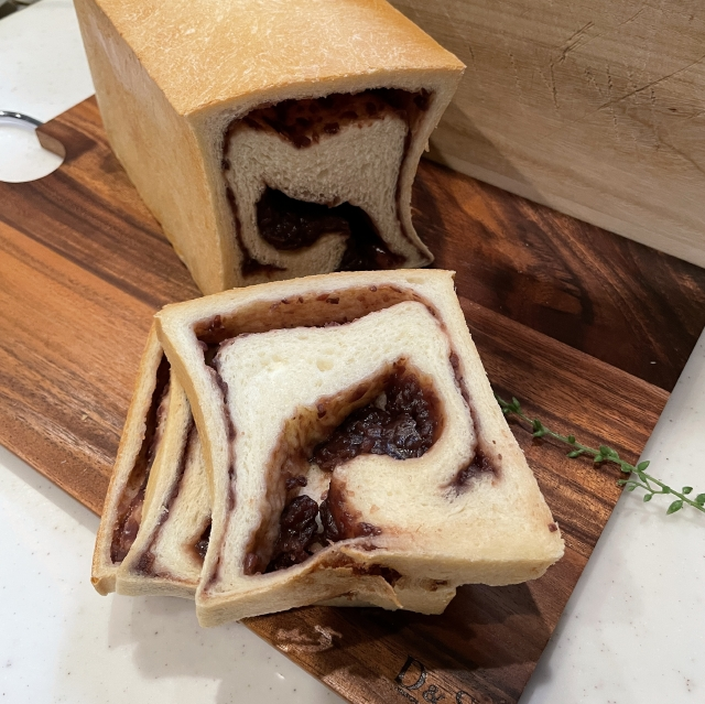 二斤の食パン型で焼くあんこ入り食パン