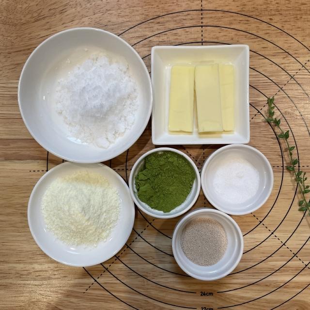 和風スイーツには欠かせない栗の甘露煮と抹茶のあんぱん1