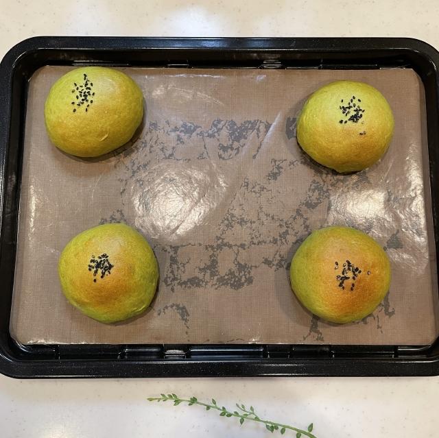 和風スイーツには欠かせない栗の甘露煮と抹茶のあんぱん11
