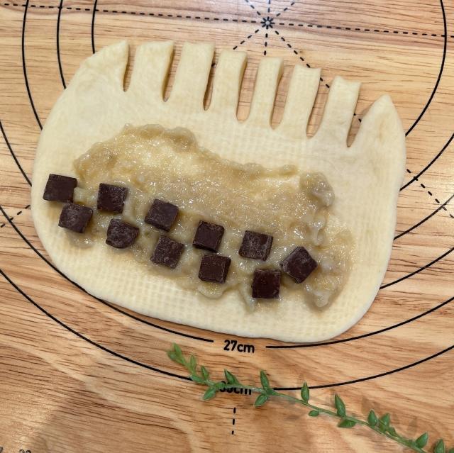 ブリオッシュ型で焼く王冠形が面白いチョコバナナクリームパン4