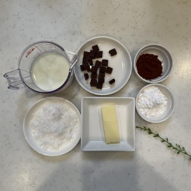 クリームパンやコルネに大活躍のチョコクリーム1