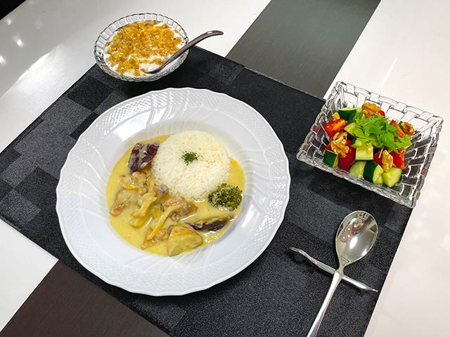 ガーリック香るチーズ入り濃厚クリームソースで楽しむ越の鶏のシュクメルリ1