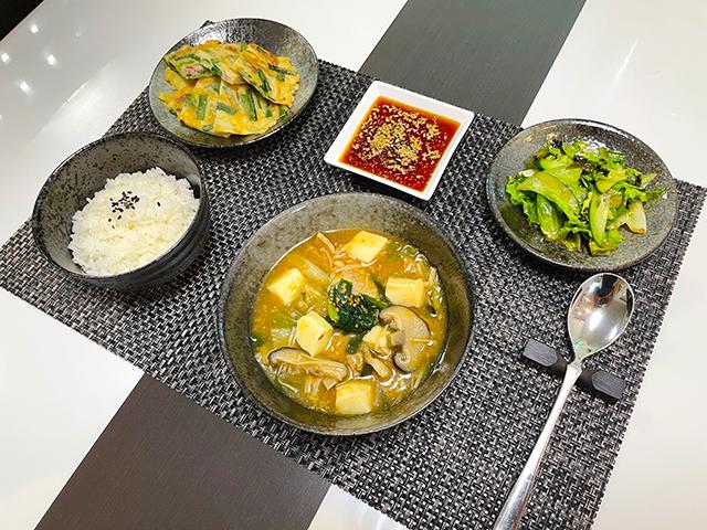 韓国のオモニが指南した本場韓国の味を再現した旨味たっぷりのキムチチゲ1