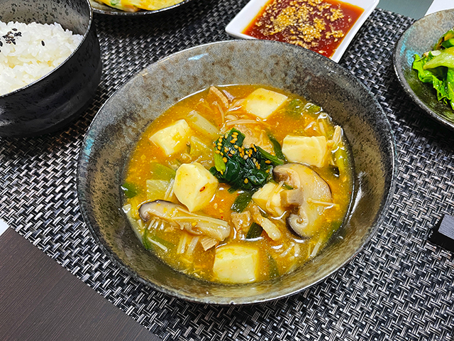 韓国のオモニが指南した本場韓国の味を再現した旨味たっぷりのキムチチゲ2