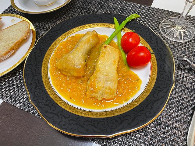 舌でとろける脂たっぷりの白身を濃厚な野菜ソースで楽しむカレイのムニエル2